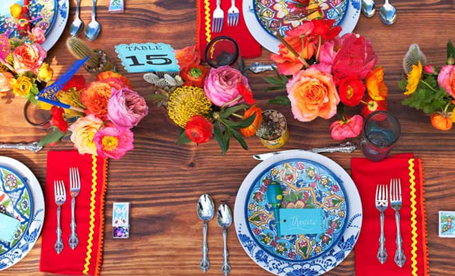 What kind of fiesta would it be without a piñata and a photo booth? A  sc 1 st  Loris Decoration : mexican table setting - pezcame.com