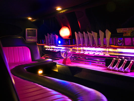 8 Seater Limousine Pose and Cruise Hen Party Package